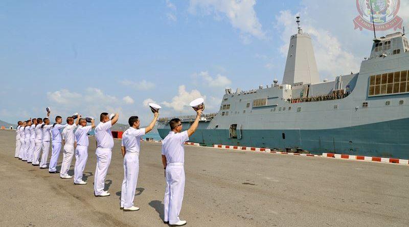 กองกำลังทางเรือผสม คอบร้าโกลด์ 19 จัดพิธีส่ง USS GREEN BAY