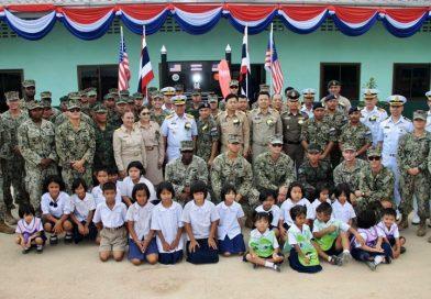 ผู้อำนวยการฝึกคอบร้าโกลด์20 ระดับกองทัพเรือร่วมกับมิตรประเทศ ส่งมอบอาคารเรียน ในโครงการช่วยเหลือประชาชน (Humanitarian Civic Assistance : HCA) ให้แก่โรงเรียนบ้านบ้านแก่งหวาย อ.วังจันทร์ จ.ระยอง