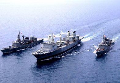 กองเรือยกพลขึ้นบกและยุทธบริการ ทำการฝึกรับ-ส่งสิ่งของในทะเล RAS/FAS ระหว่าง ร.ล.สิมิลัน กับ ร.ล.ตากสิน และ ร.ล.นเรศวร